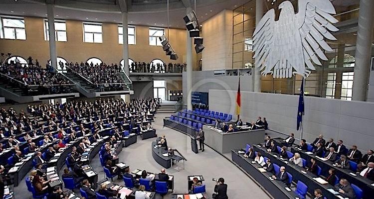 Bundestag'ta Neonazi polis alarmı