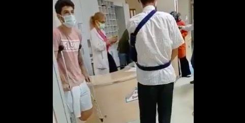 """Doktor : """"Yürü git, bakmıyorum"""""""