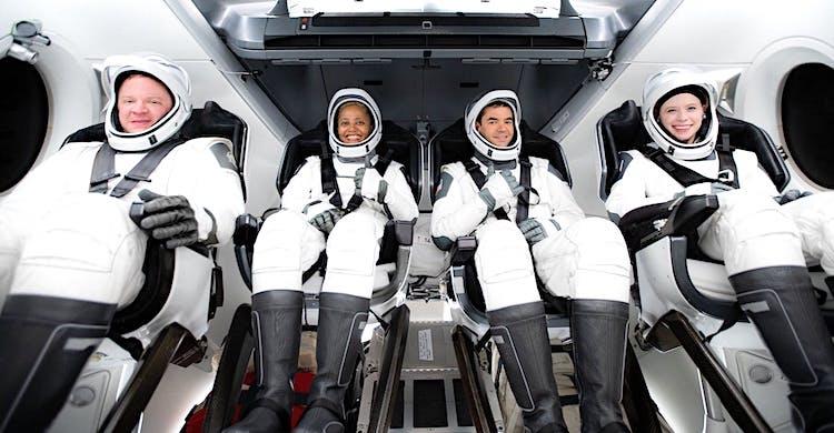 Uzaya ilk kafile